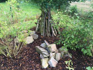 Stein- und Totholzhaufen